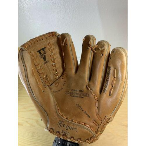 Vintage Regent 5900 Brown Leather Baseball Glove Right Hand Thrower Needs Relace